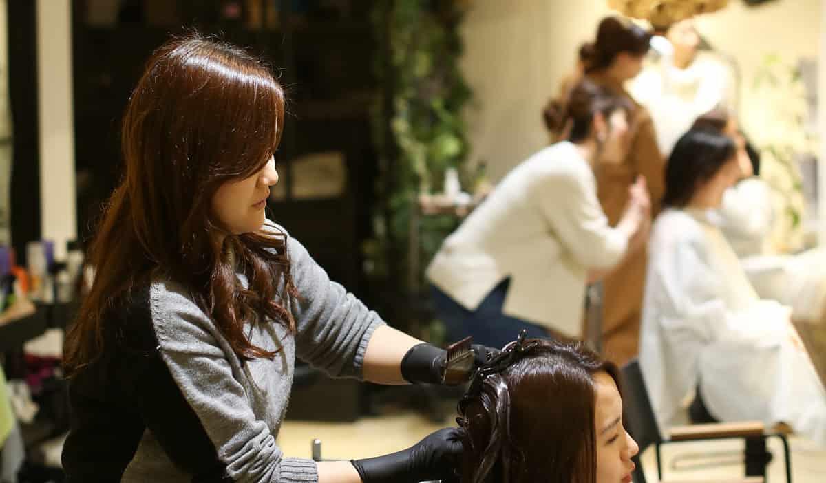10年以内の離職が約90%!美容師不足を解消する方法とは