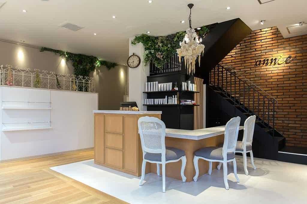 美容室の独立手順4:取引先の検討